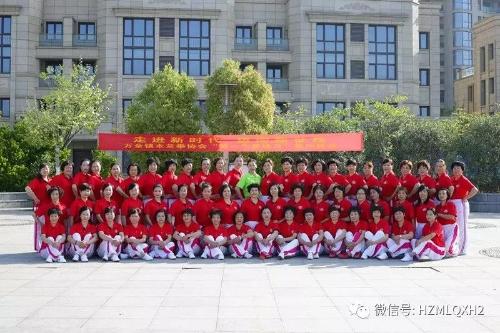 温州平阳木兰拳协举办第一个集中日赛马展胜利晨练世界2010图片
