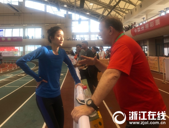 65岁的美国教练要把两位浙江姑娘带上国际田径的顶